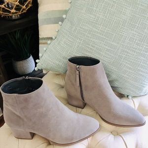 Ankle boots grey suede